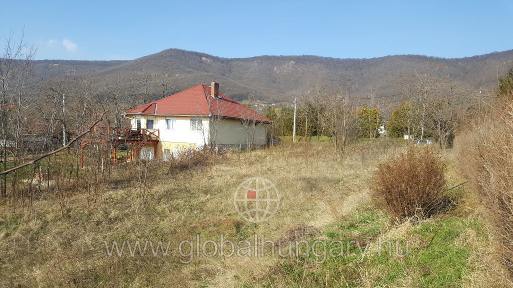 Cserkút és Kővágószőlős között 1000m2-es építési telek eladó