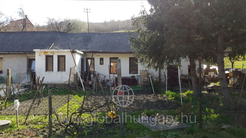 Pécs lámpásvölgyben kis ház eladó