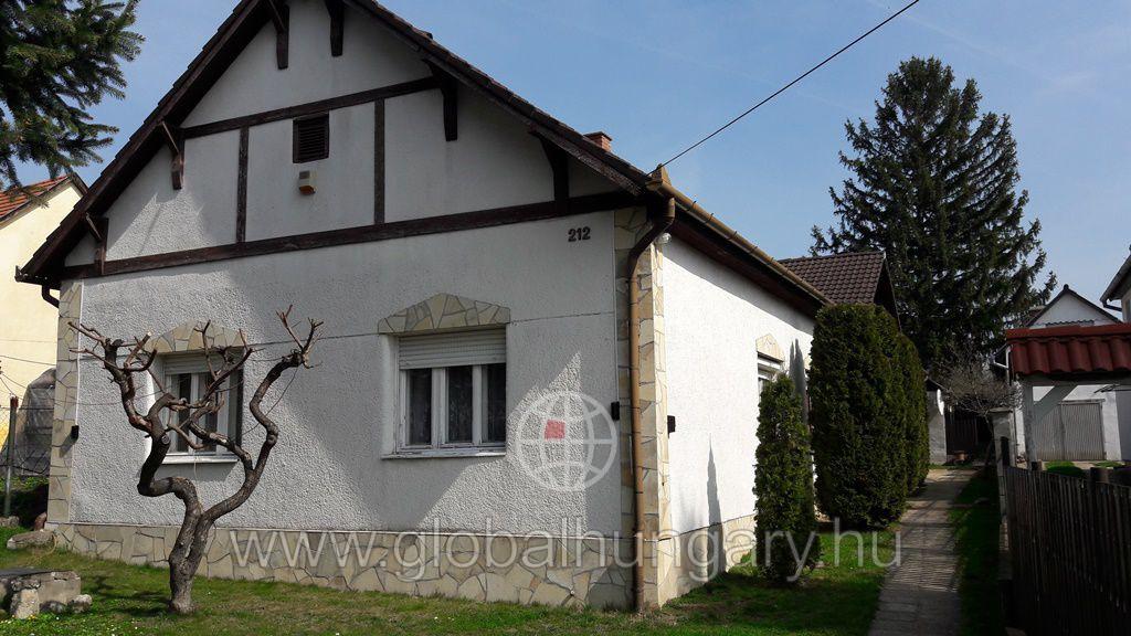 Komlói úton vállalkozásra is alkalmas ház eladó