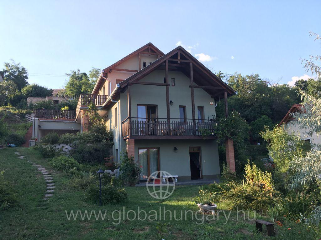 Pécs Ürögre panorámás családi ház eladó