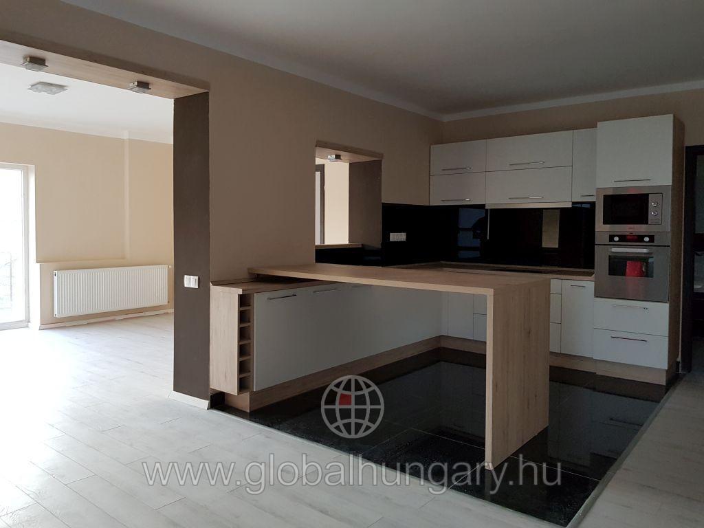 Pécs Ürögben 120m2-es lakás eladó