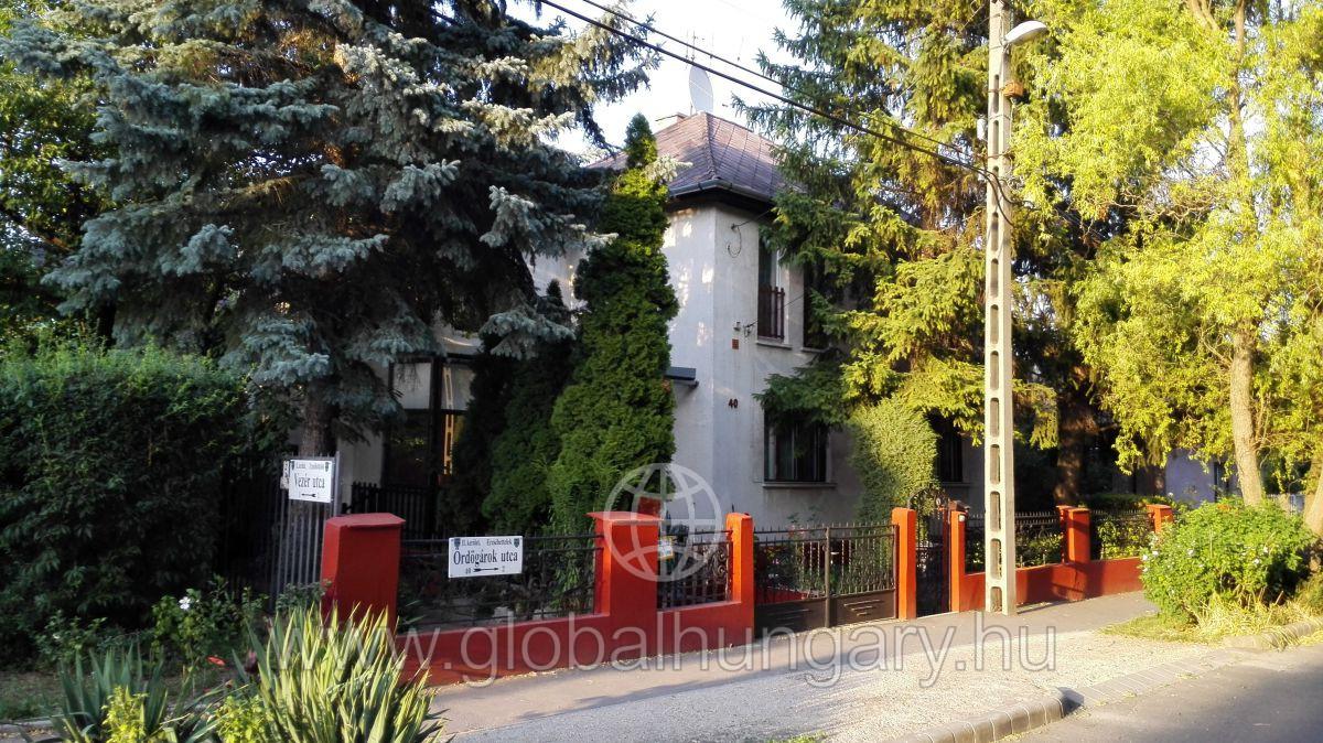 Eladó családi ház Hűvösvölgy központ közelében - 160 nm