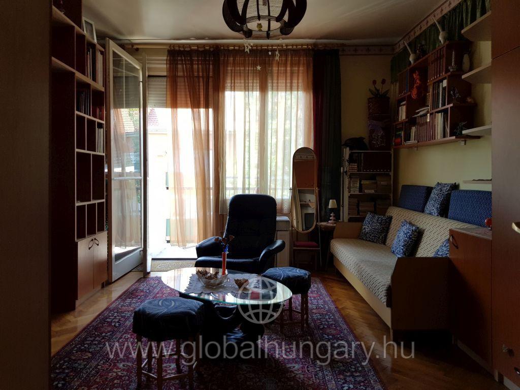 Pécs uránvárosában tégla lakás eladó