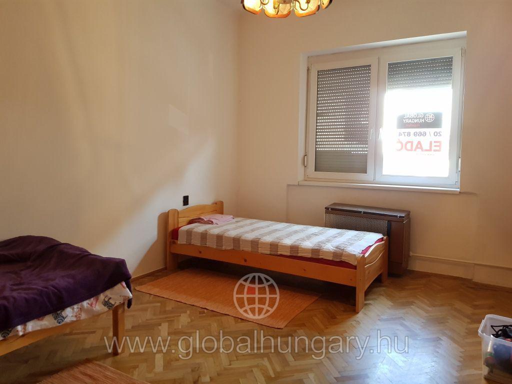Pécs Belvárosában 3 szobás lakás eladó