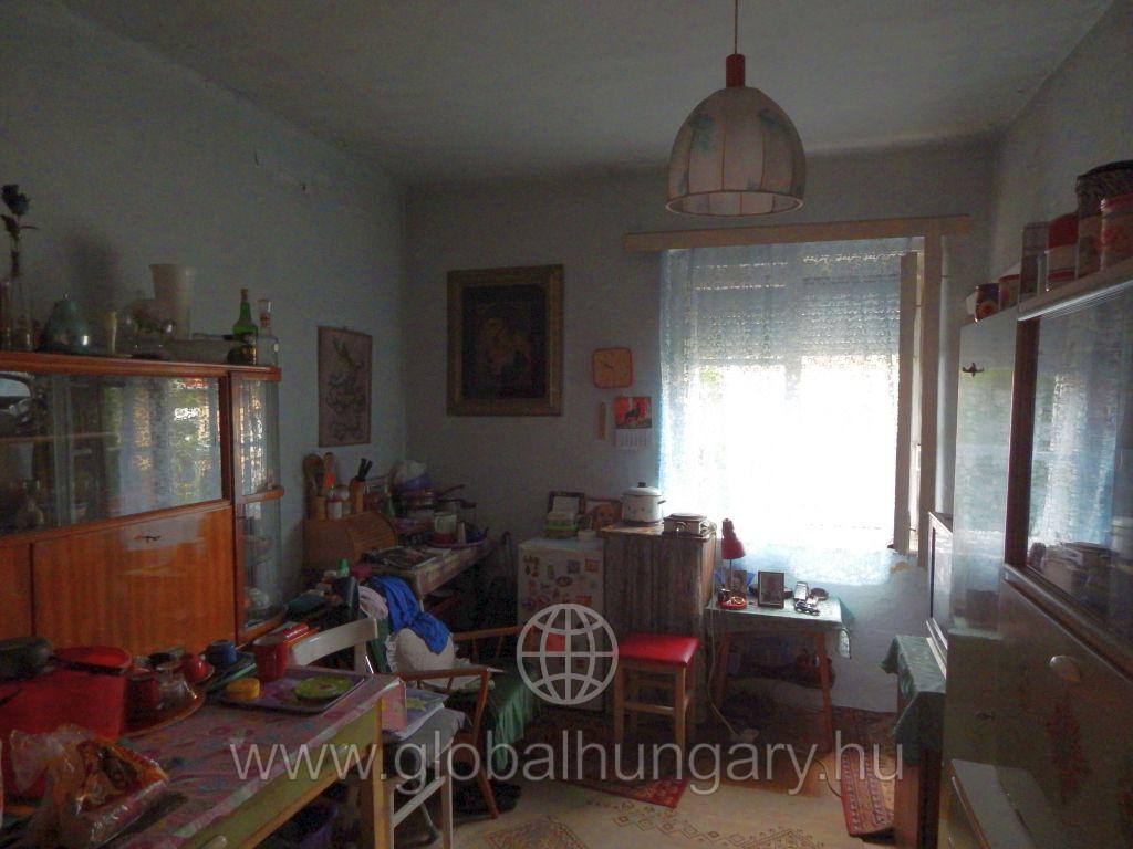 Felújítandó családi ház eladó