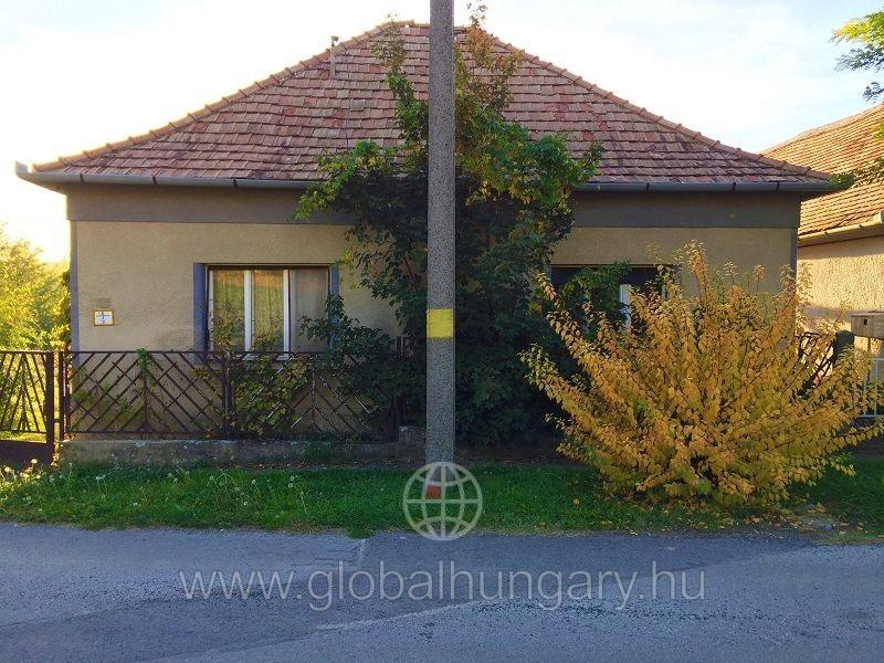 Pécs mellett Romonyán 85m2-es 4 szobás családi ház eladó
