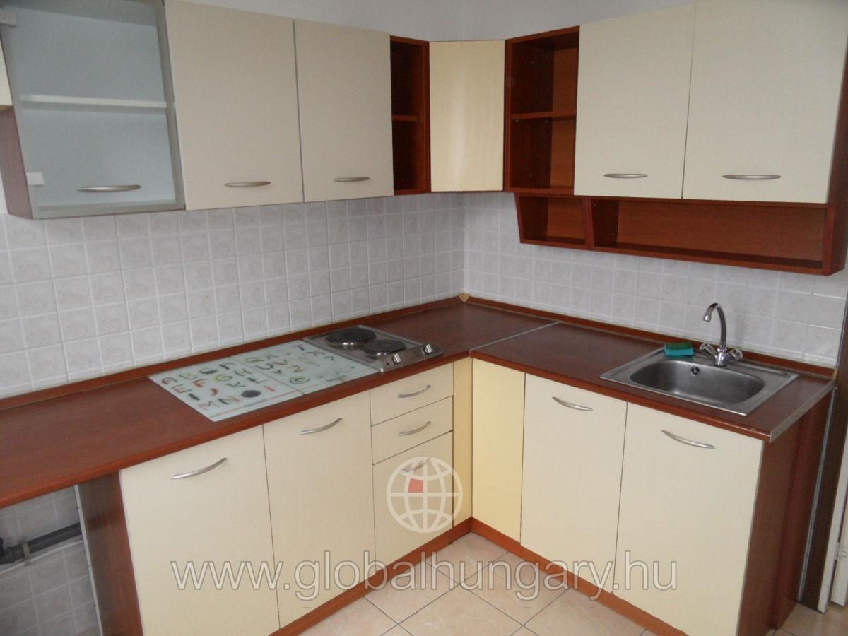 Kertvárosban  2 szobás panel lakás eladó