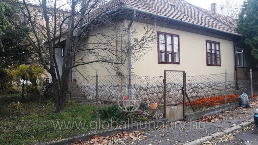 Pécs, Balassa B. utcában 100nm-es házrész eladó