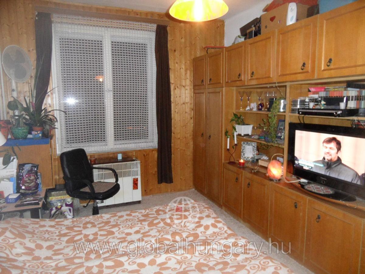 Pécs Uránvárosban tégla lakás eladó