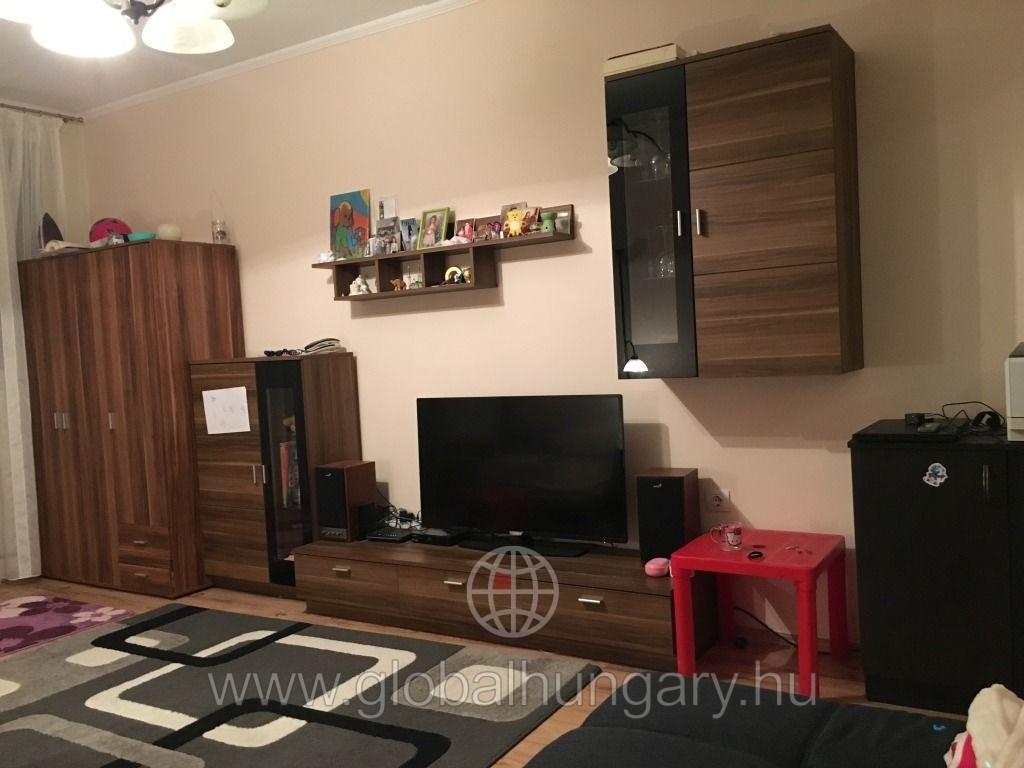 Pécs Rózsadombon  2,5 szobás erkélyes lakás eladó