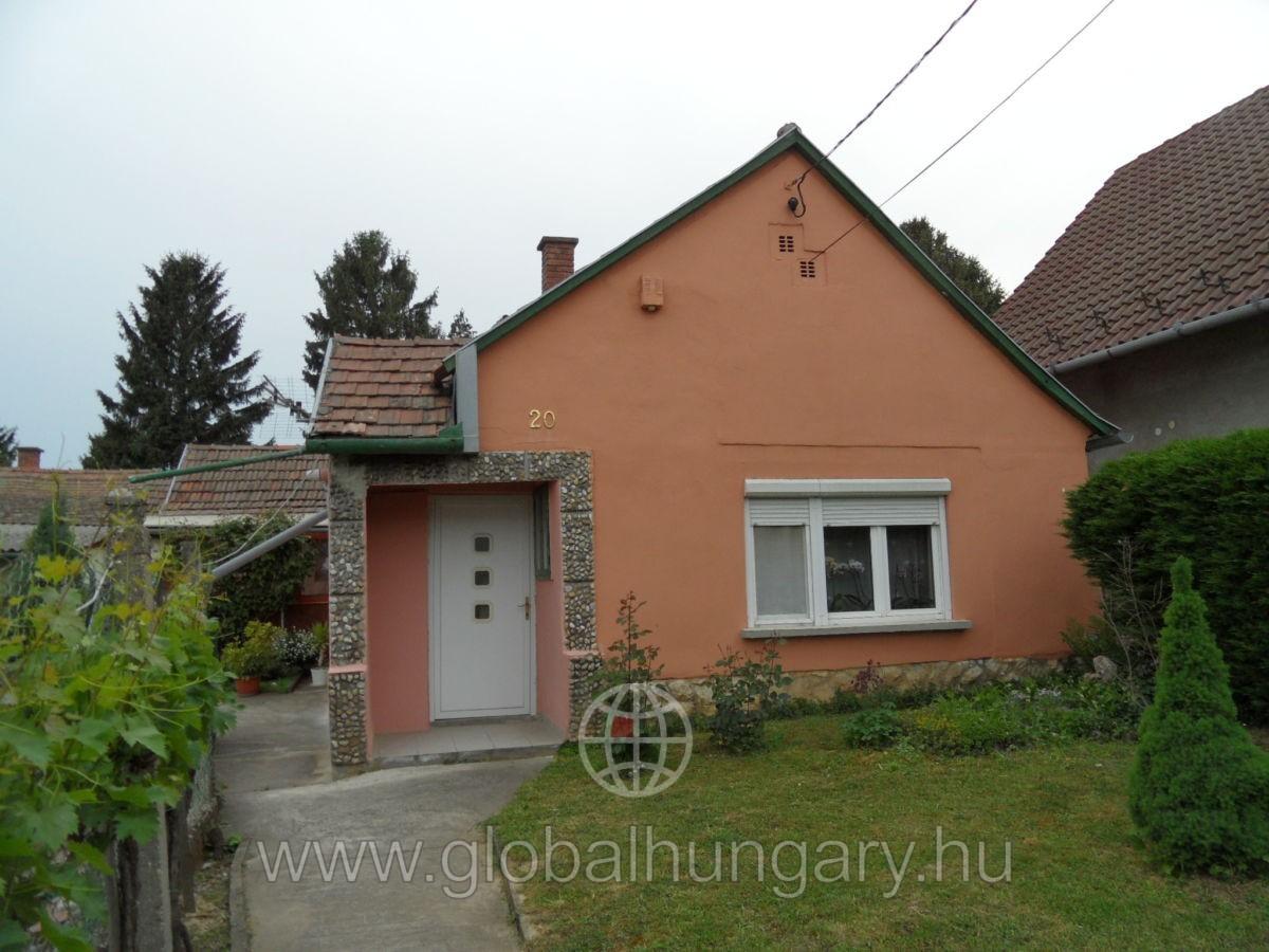 Villányban kis takaros családi ház eladó
