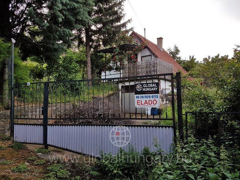 Ürögi városrészen zártkerti kis ház garázzsal eladó