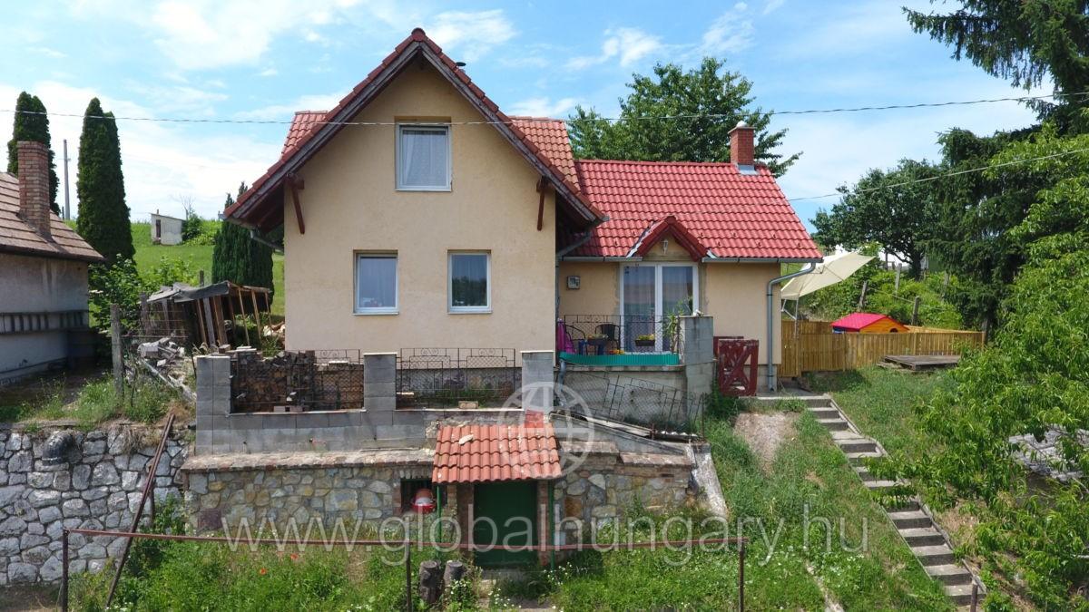 Pécs Postavölgyben szép családi ház eladó