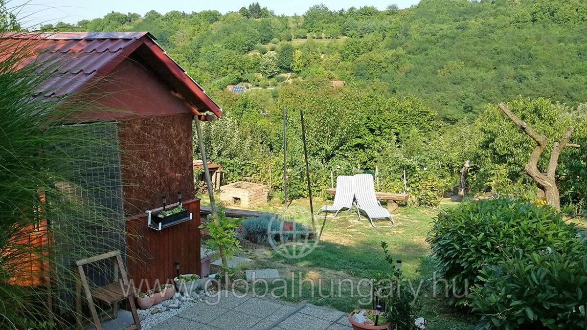 Pécs közeli,panorámás zártkert faházzal