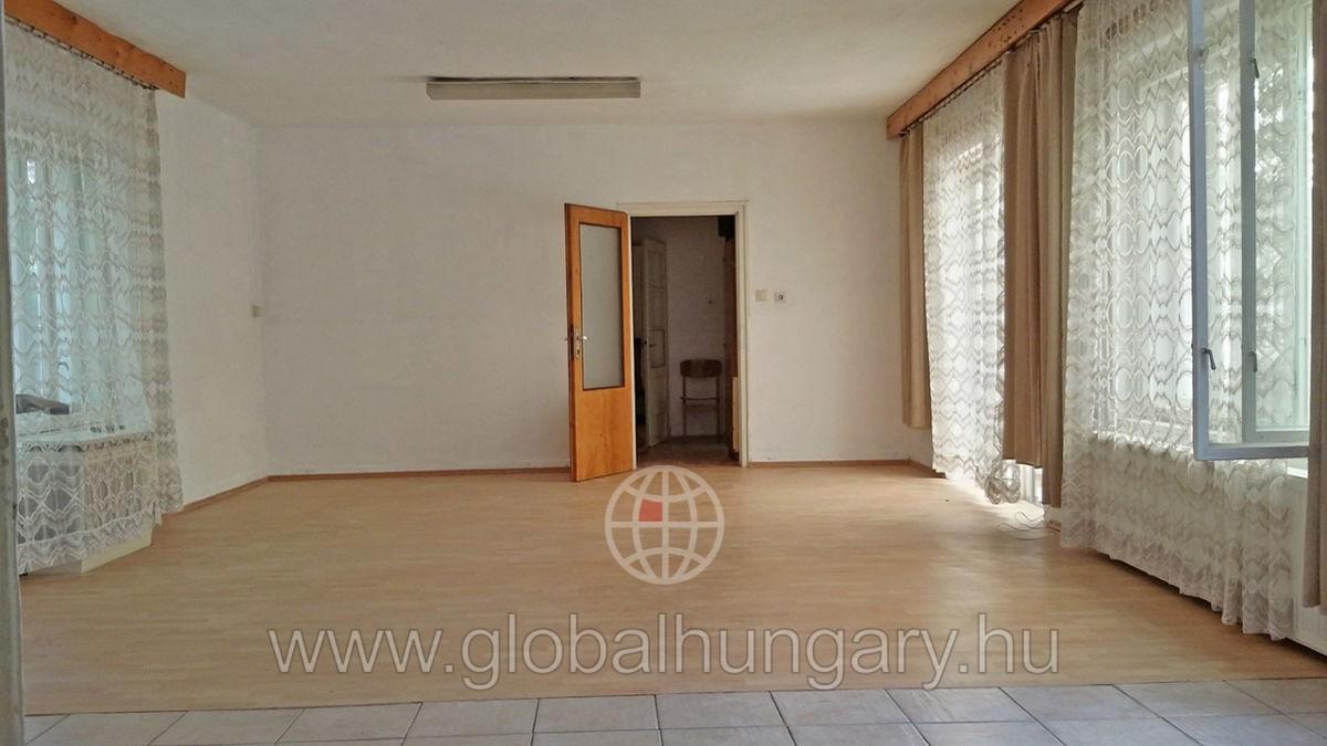 Pécs, 120m2-es,4 szobás ház,nagy udvarral