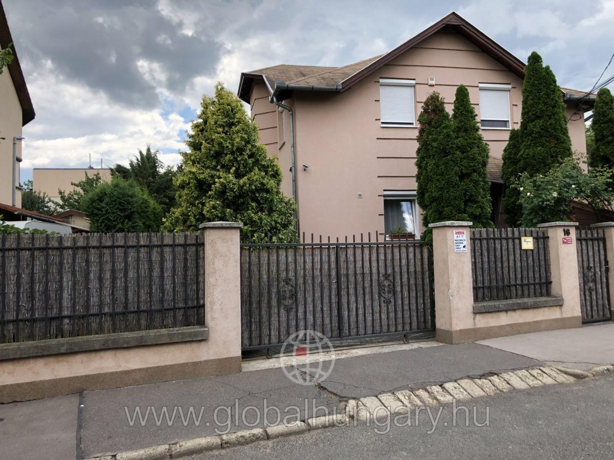 Budapest XI. kerületben 450 nm kertkapcsolatos lakás eladó!