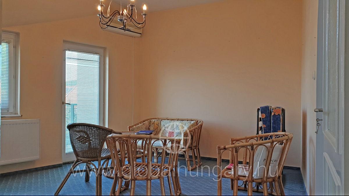Pécs-nyugat 2 szobás panorámás lakás