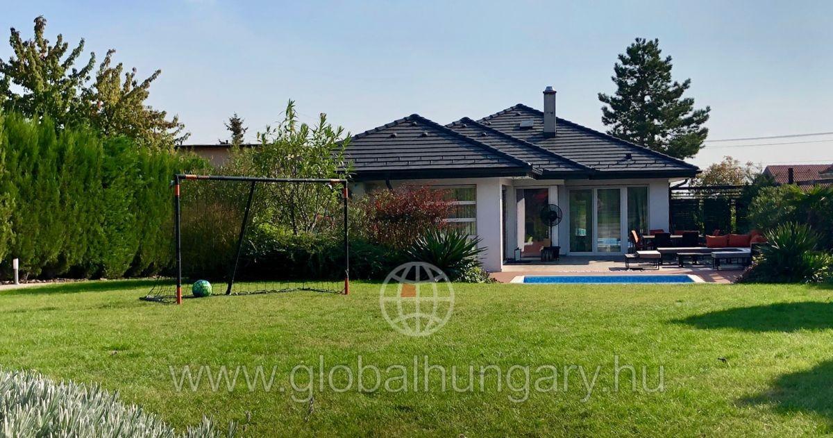 Nagytétény közkedvelt részén luxus családi ház eladó!