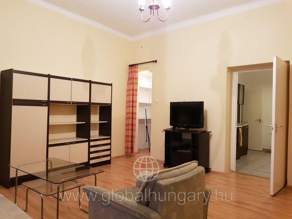 Pécs belváros felett lakás kiadó