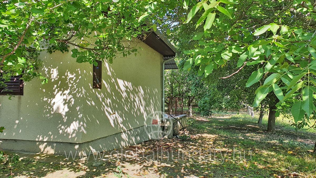 Pécs mellett,Dombai tónál 60m2-es ház