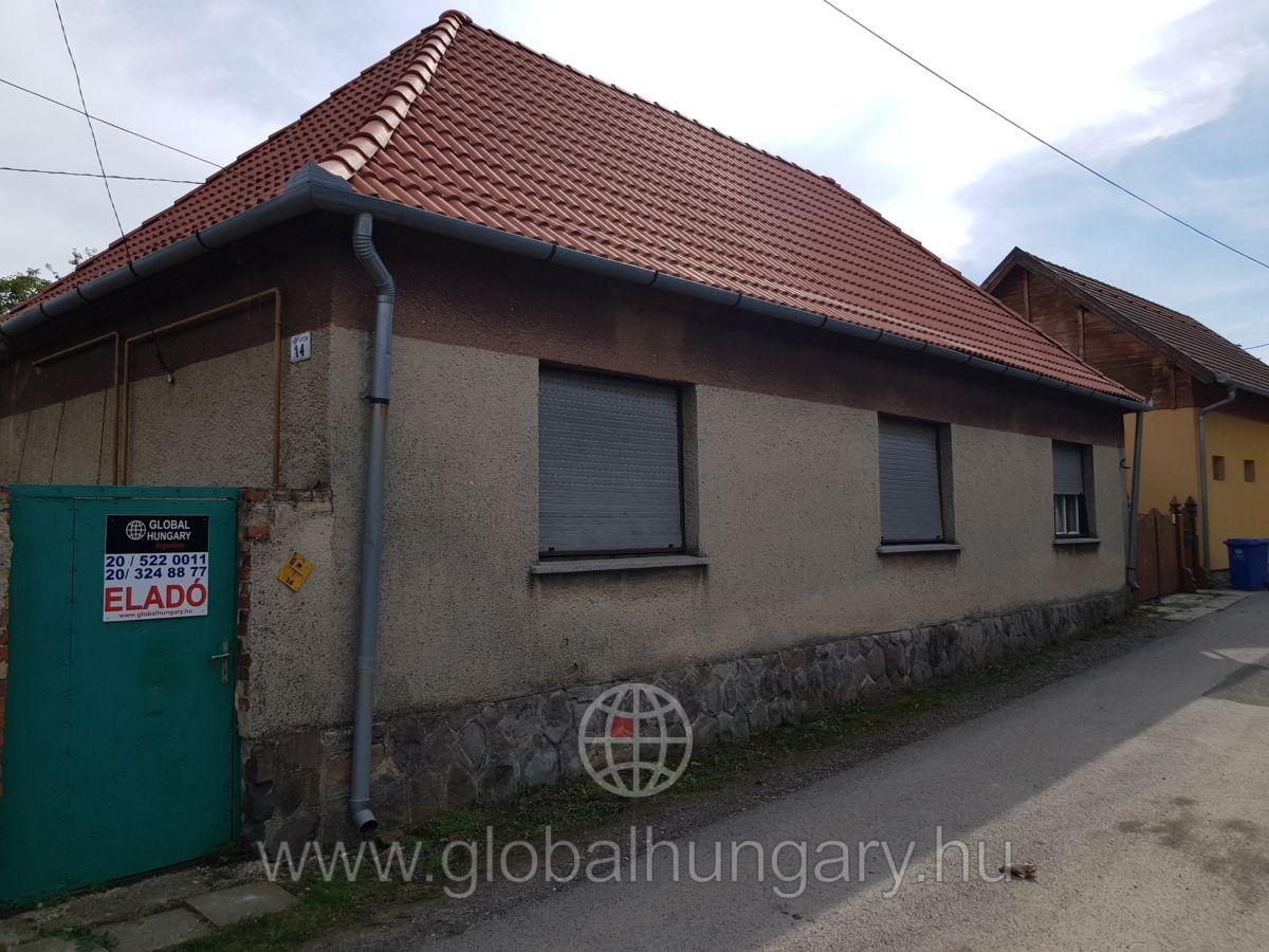 Jó elosztású ház új tetővel