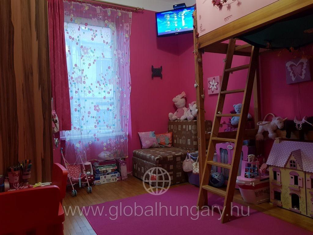 Pécs belváros közeli 2 szobás lakás eladó