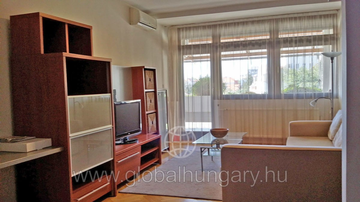 Pécs belváros, Jókai u, 90m2-es, 3sz. lakás kiadó