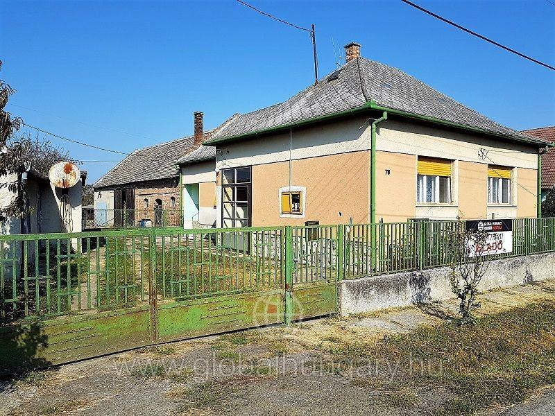 Pécs mellett 115nm-es családi ház eladó!