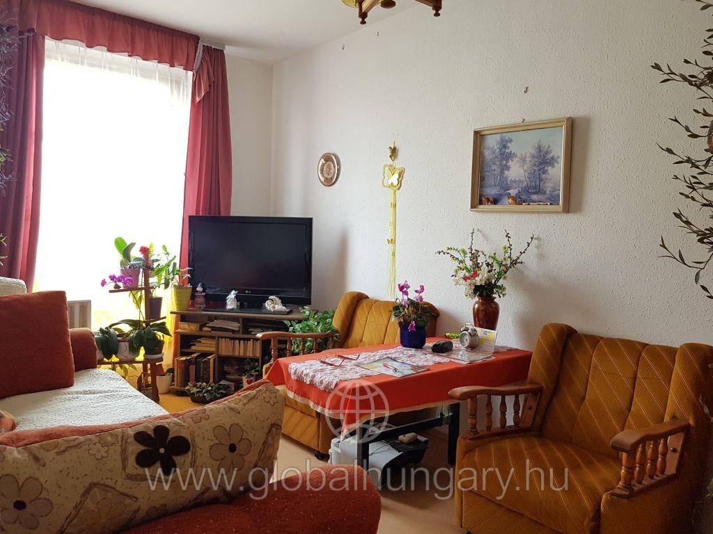 Pécs Kertvárosában 3 szobás lakás eladó