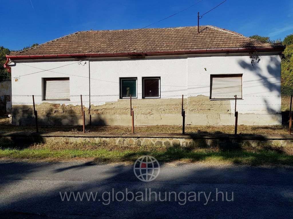 Pécs Vasas családi ház eladó.