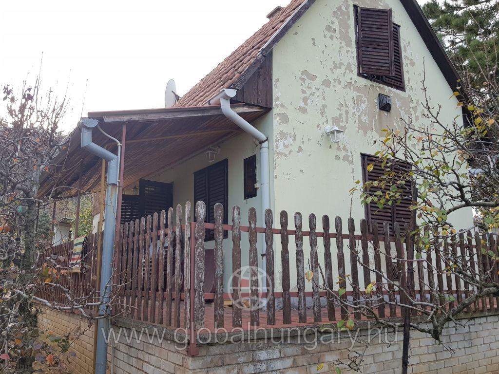 Pécsi gázfűtéses kis ház eladó