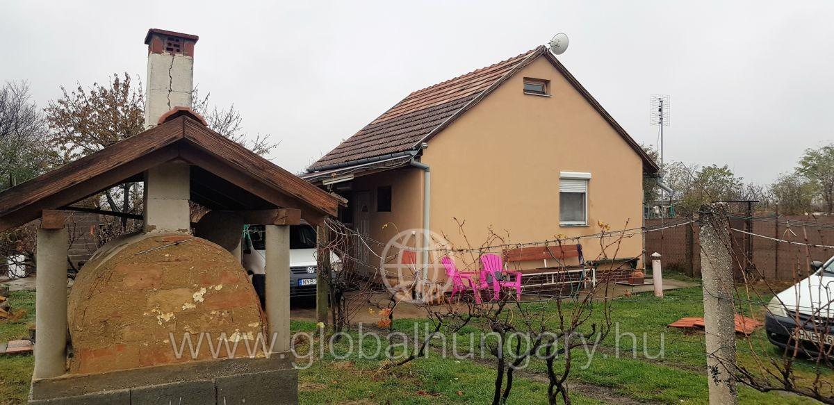 Pogány Felsőhegyen 2005ös építésű szép ház eladó