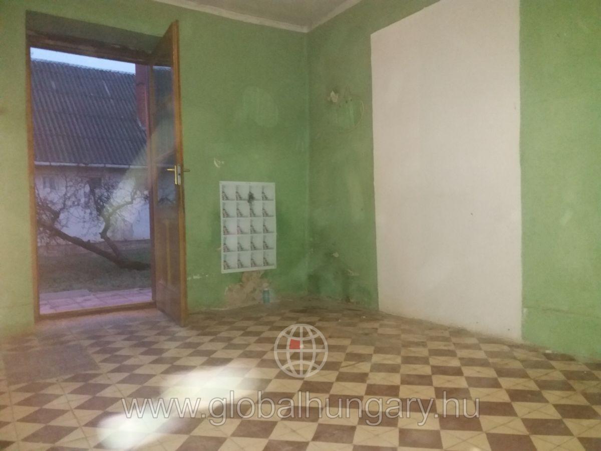 Tornácos családi ház Kishárságyon eladó!