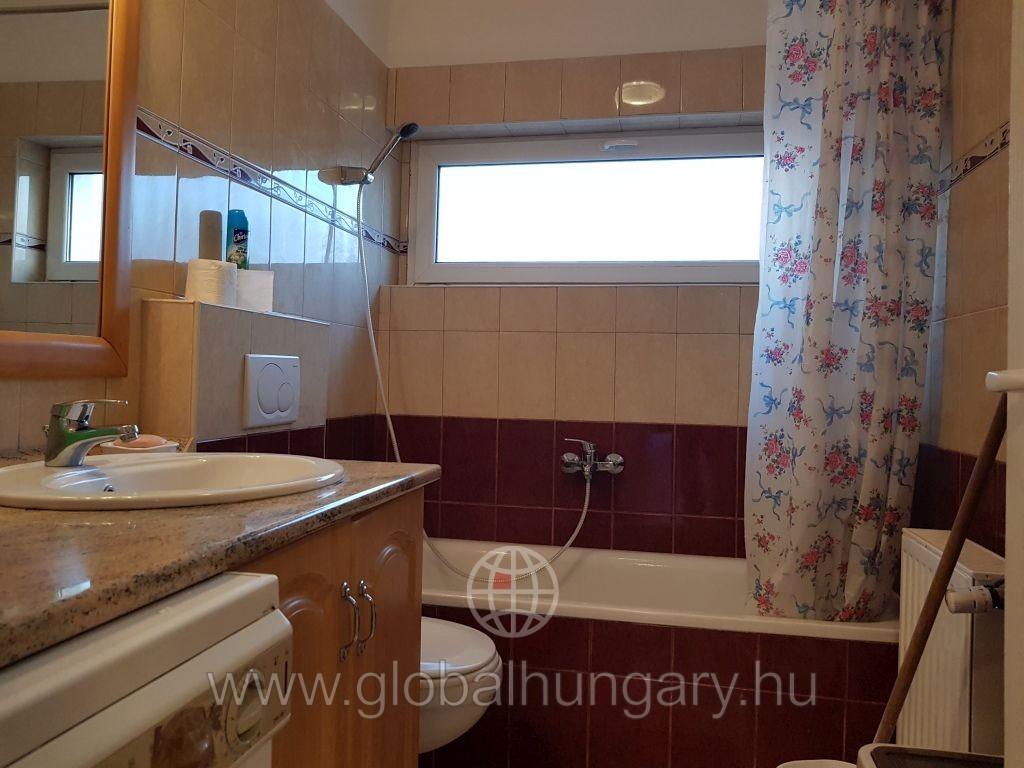 Pécs Hungária utcában  3 szobás új lakás kiadó