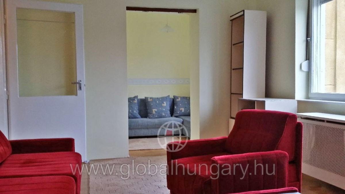 Pécs,belváros,1.em, 1,5 szobás lakás autóbeállással