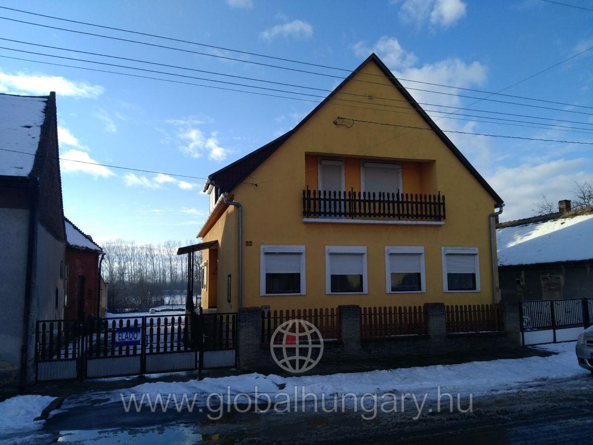 Eladó két ház egyben 220nm,és egy 122nm, szinte egy áráért.