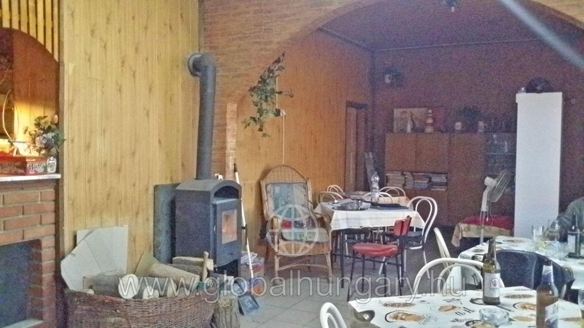 Pécs,Szövetkezet u,4 szobás,100m2 ház