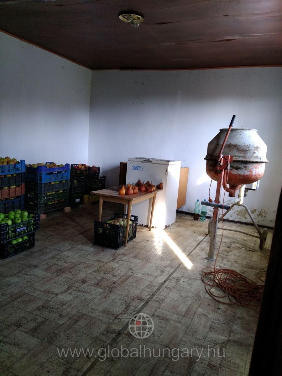 Szigetváron Erzsébet dűlőben 35nm-es kis ház eladó