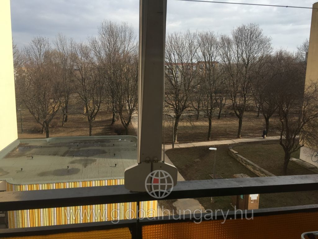 Pécs Aidinger úton 72 nm-es teraszos lakás felújítva eladó!