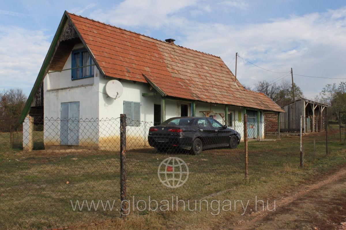 Eladó Mozsgón 70nm-es ház, 1850nm telken.