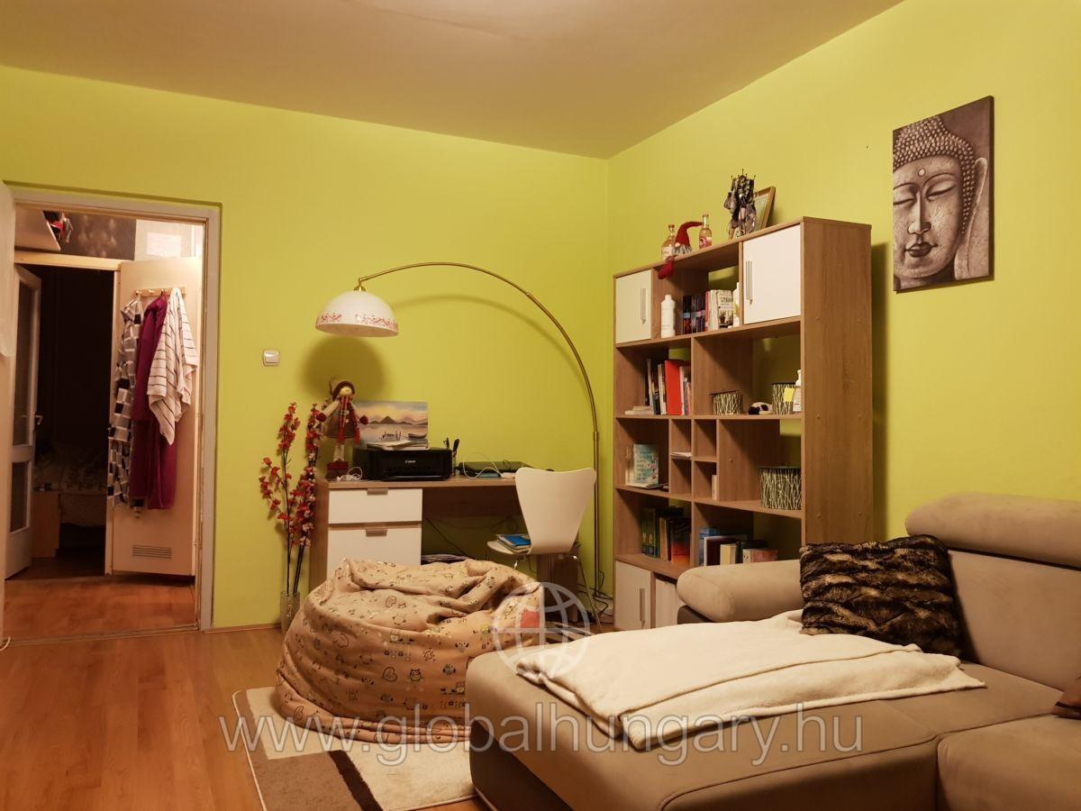 Kertvárosban szép állapotú 2.5 szobás lakás eladó