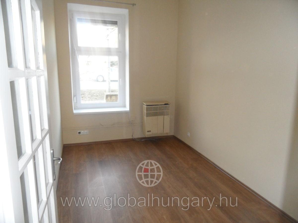 Pécsen  belvárosában felújított lakás eladó