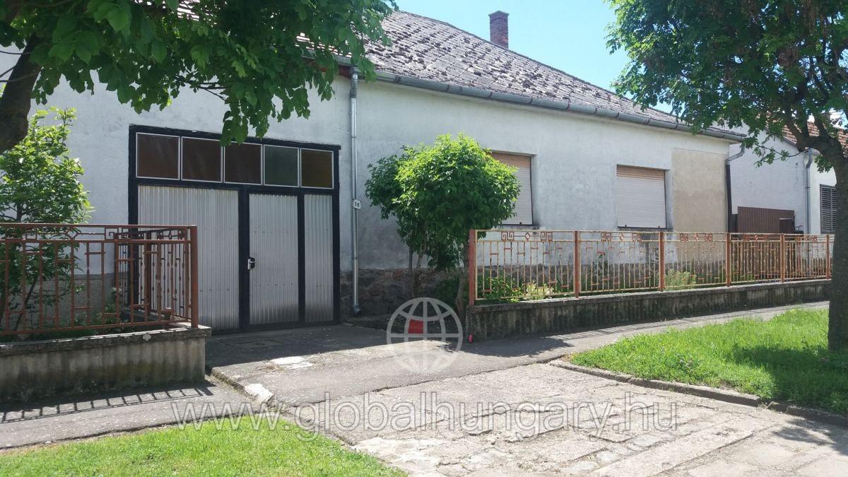 Szigetvári családi ház eladó!