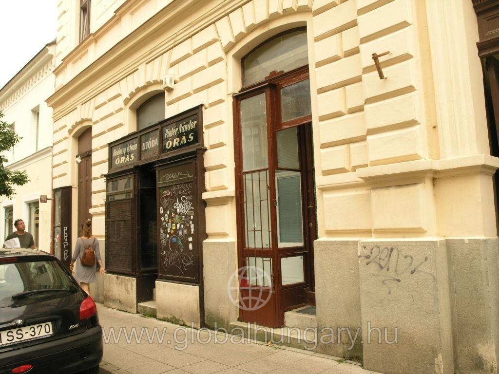 Király utcai galériás üzlethelyiség eladó