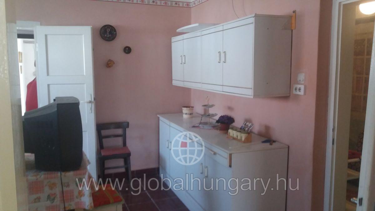Tótújfaluban családi ház eladó!