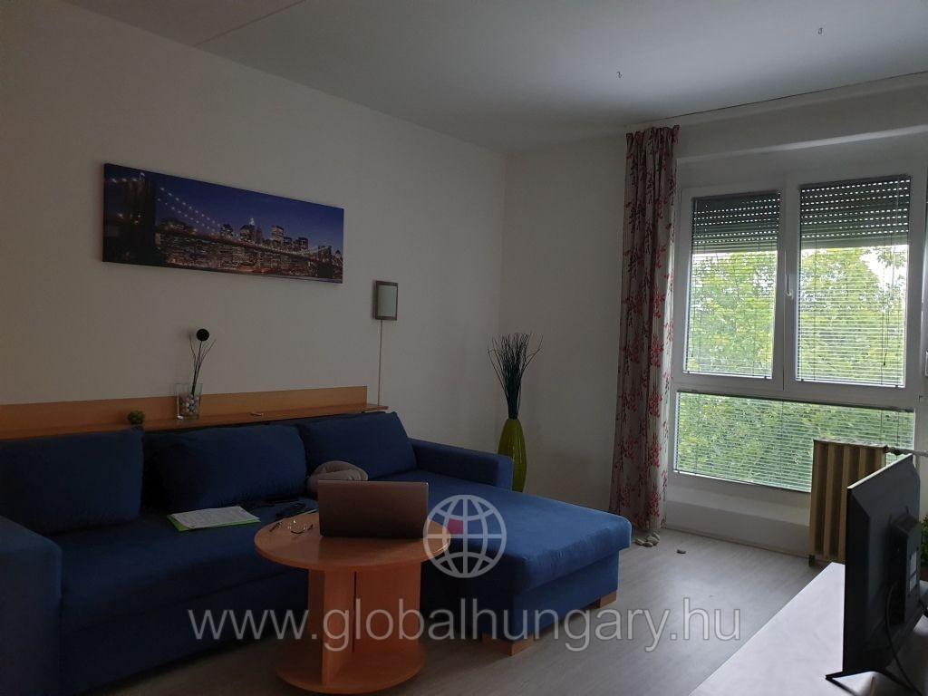 Pécs kertvárosában 2,5 szobás lakás eladó