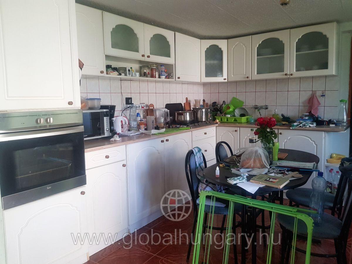 Pécstől 14 km-re, Berkesden szép kis ház eladó