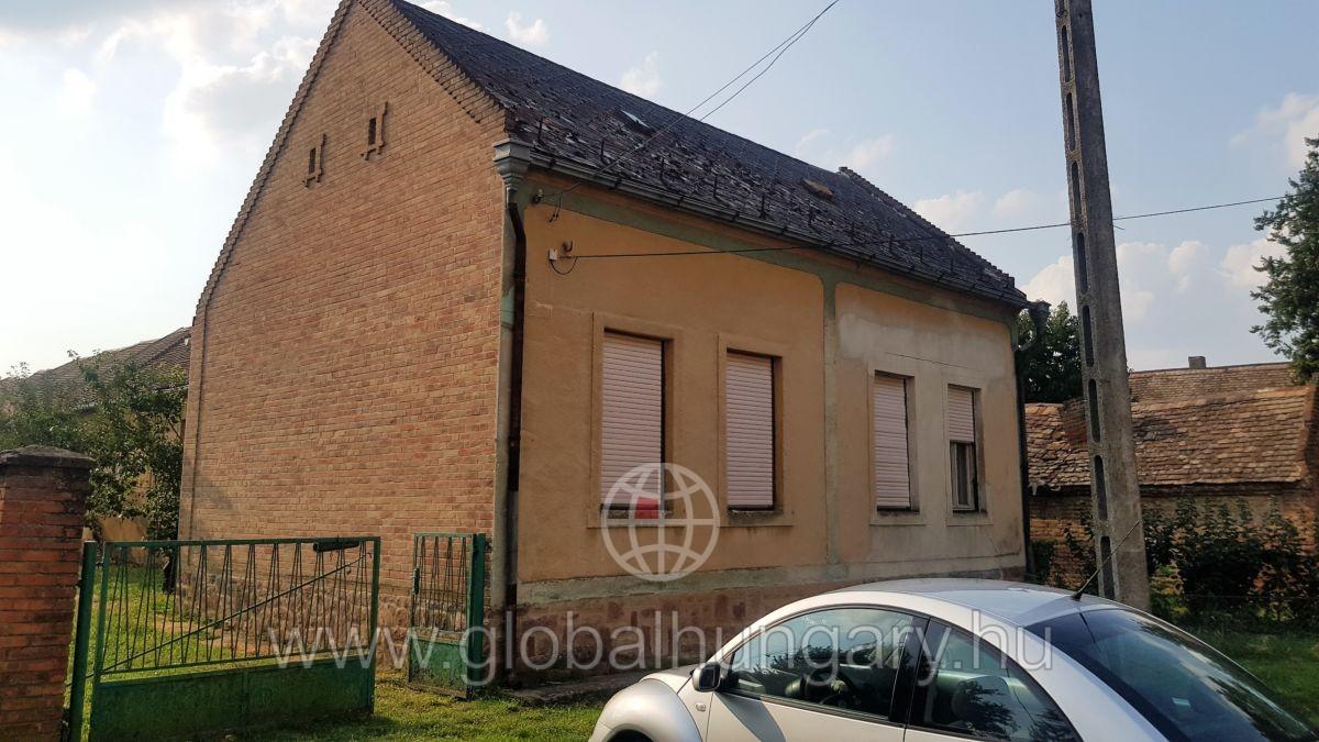 Falusi CSOK! Impozáns ház nagy terekkel és telekkel eladó