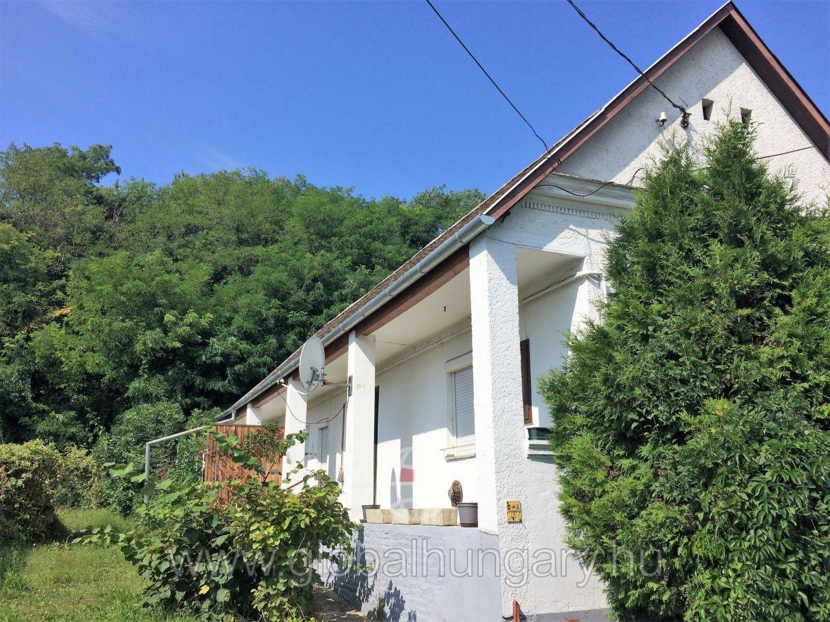 Szép parasztház Gyódon eladó