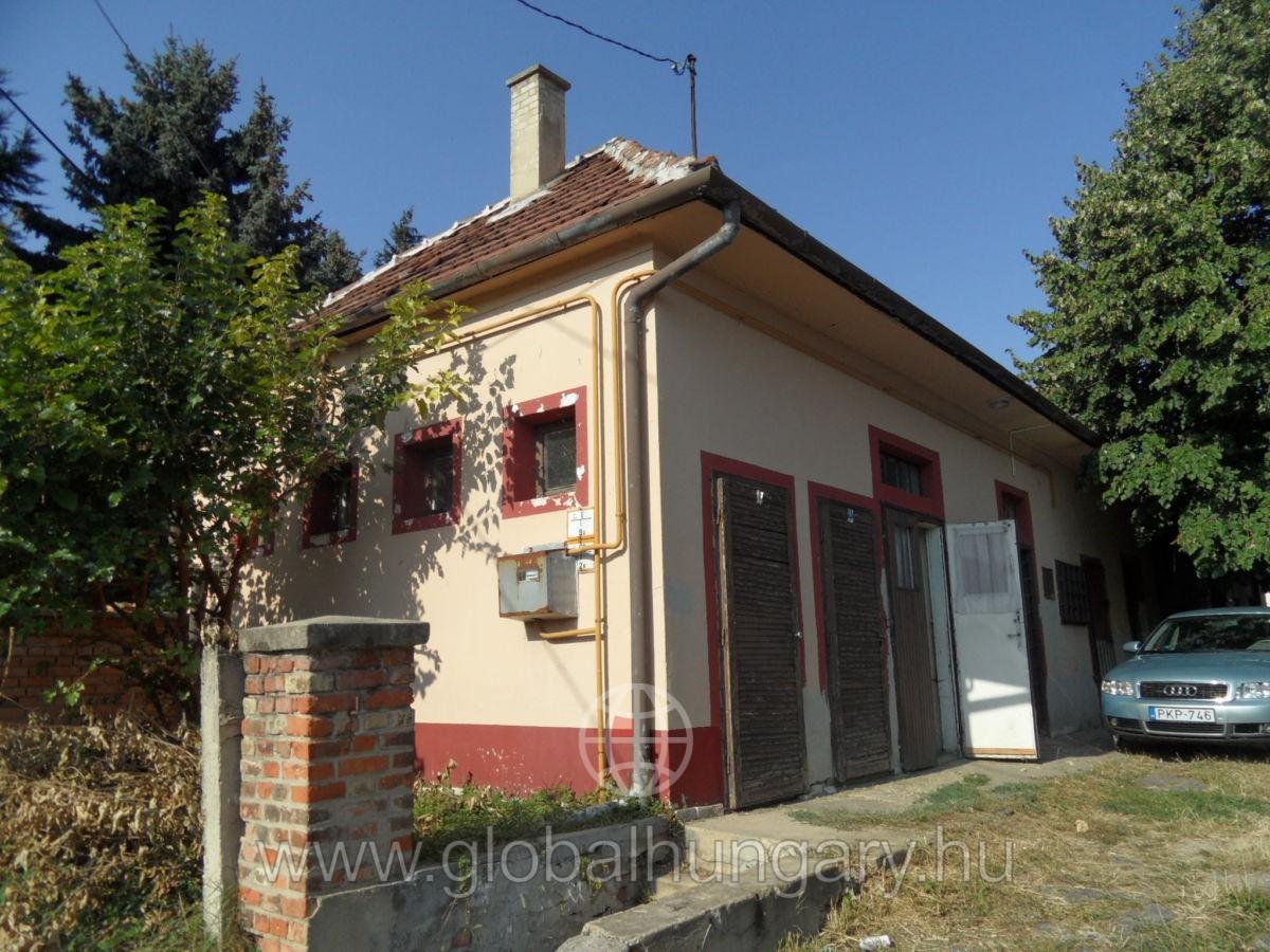 Kereskrdelm ingatlan Pécsen eladó